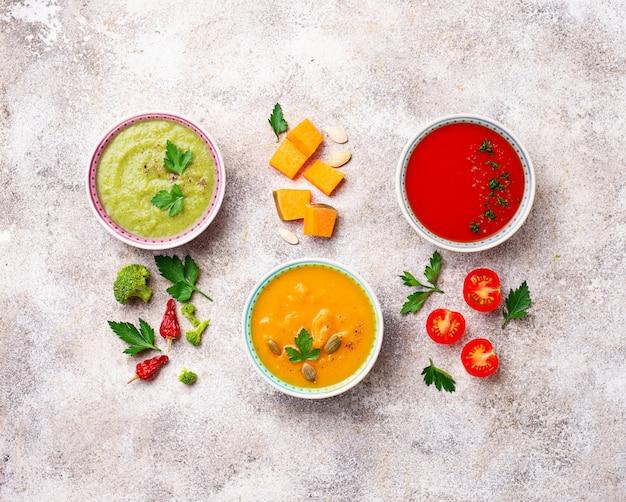 Set di diverse zuppe di verdure in crema