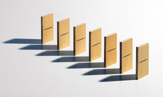 Set di domino in legno bianco