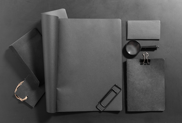 Set di elementi decorativi in bianco. modello di identità aziendale
