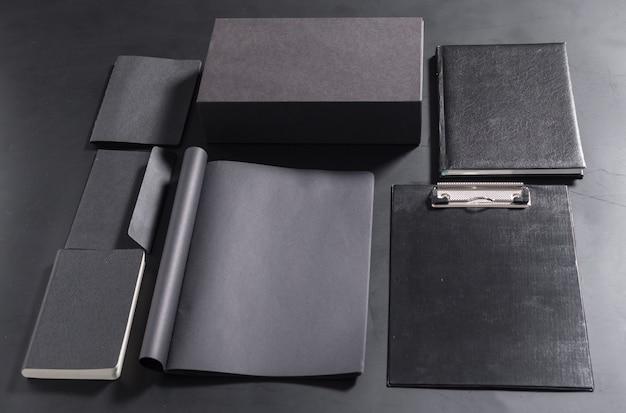 Set di elementi decorativi in bianco. modello di identità corporativa