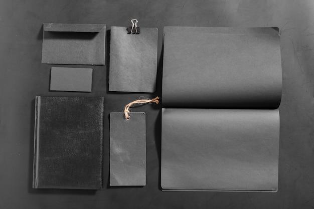 Set di elementi decorativi in bianco. vista dall'alto del marchio aziendale