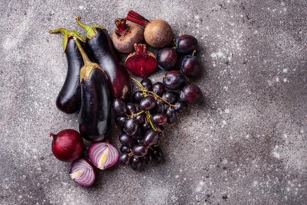 Set di frutta e verdura viola