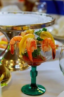 Set di gamberetti, servito con guacamole