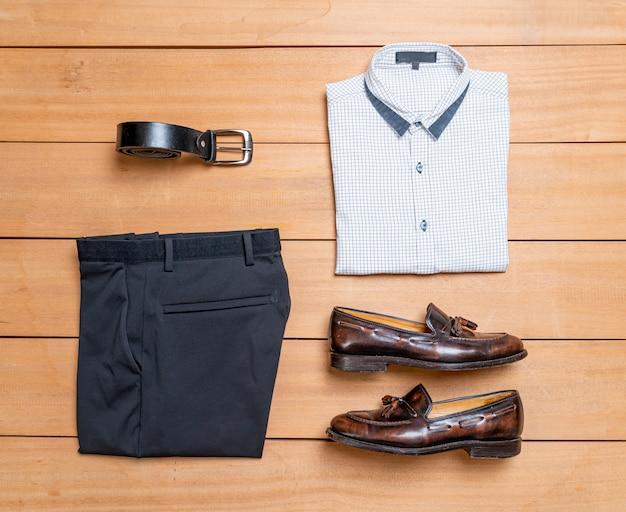 Set di moda e abbigliamento casual da uomo
