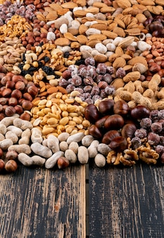 Set di noci pecan, pistacchi, mandorle, arachidi, anacardi, pinoli e noci assortite e frutta secca
