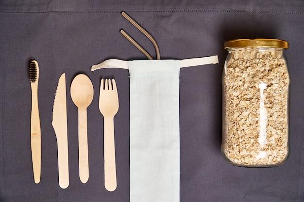 Set di posate in bambù ecologico, borsa ecologica, paglia in metallo.