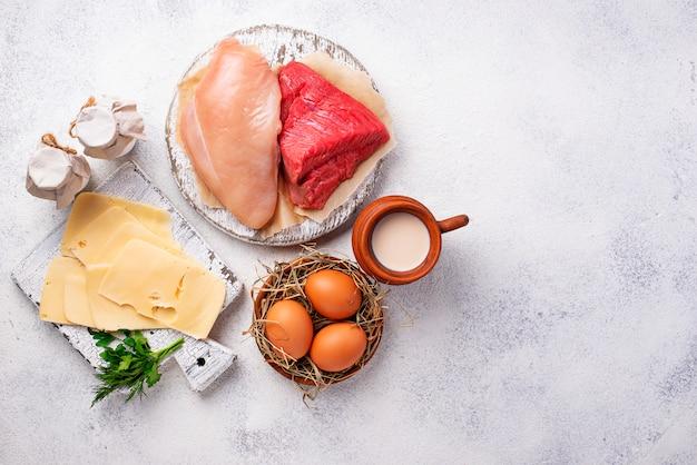 Set di prodotti agricoli. carne, uova e latte