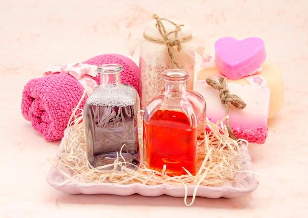 Set di prodotti per l'igiene rosa