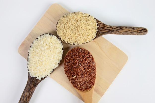 Set di raccolta del riso su legno.