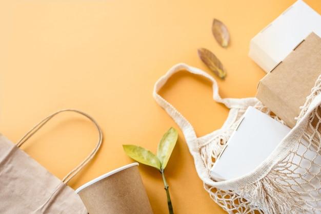 Set di scatola per alimenti in fibra vegetale non sbiancata e tazza di caffè in carta. imballaggi per alimenti e bevande in fibra naturale eco.