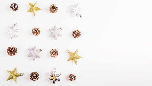 Set di stelle e ornamenti