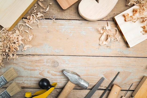 Set di strumenti di carpentiere vista dall'alto