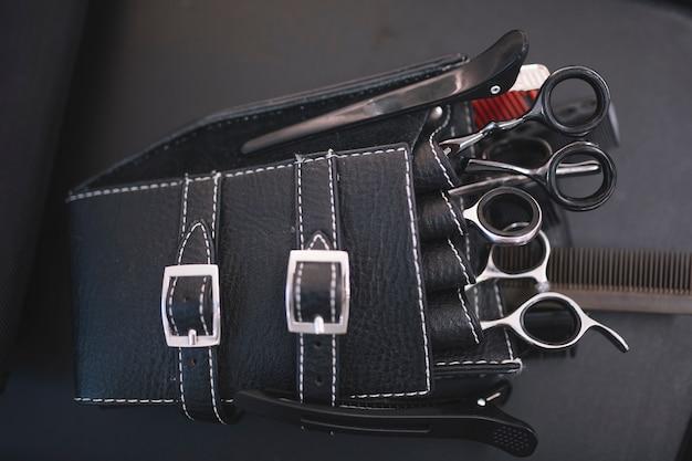 Set di strumenti per acconciare in pelle