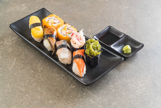 Set di sushi e maki roll