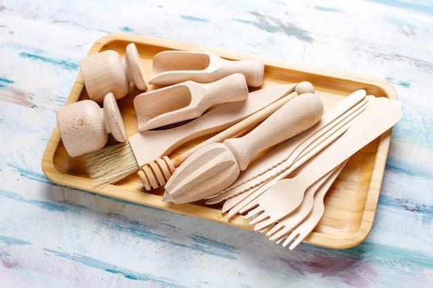 Set di utensili da cucina in legno, vista dall'alto