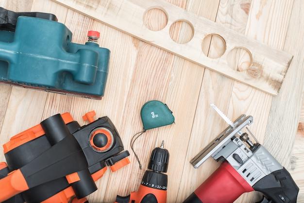 Set di utensili elettrici portatili per la lavorazione del legno e bugie del pezzo