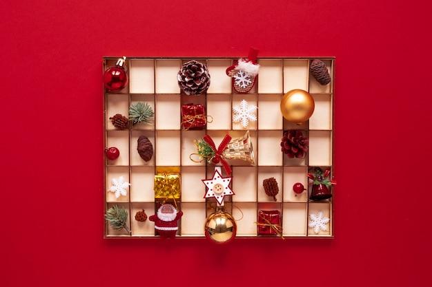 Set organizzato di decorazioni natalizie