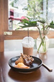 Set per la prima colazione della bevanda del caffè e della pasticceria casalinga