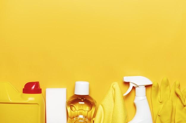 Set per la pulizia di varie superfici in cucina, bagno e altre stanze