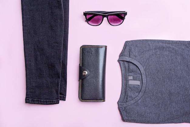 Set piatto di abbigliamento casual da uomo e accessori
