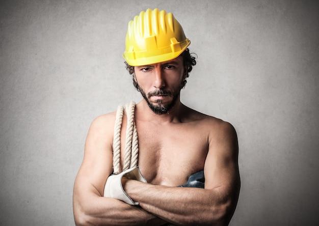 Sexy lavoratore fisico senza camicia