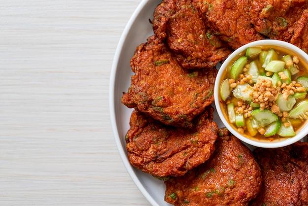 Sfere fritte del pasticcio di pesce - stile asiatico dell'alimento