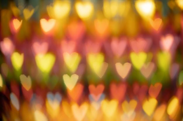 Sfocato sullo sfondo a forma di cuore di luce