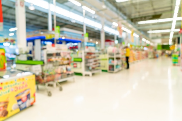 Sfocatura astratta in un supermercato