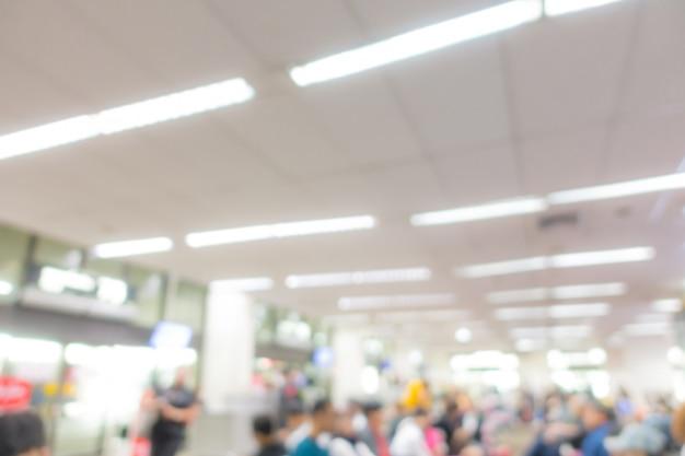 Sfocatura astratta passeggeri in aeroporto