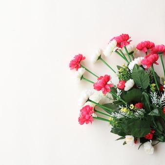 Sfocatura floreale sfondo multiuso per anniversari, matrimoni, compleanni o altre celebrazioni
