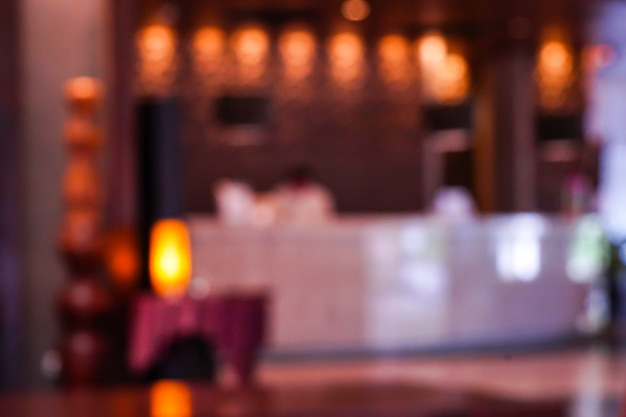 Sfocatura reception reception per il check-in e check-out in hotel.