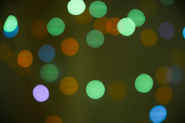 Sfocature di molte luci nell'oscurità