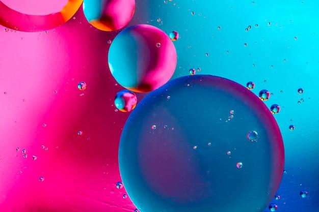 Sfondo astratto con colori sfumati blu rosa colorati.