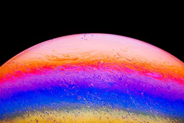 Sfondo astratto con sfera viola e rosa pesca