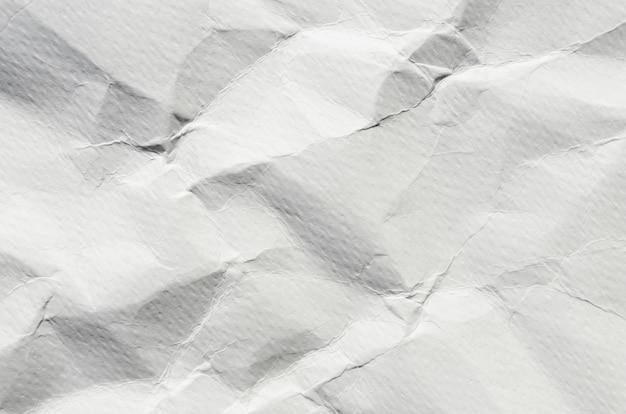 Sfondo bianco e carta da parati di texture di carta stropicciata e spazio libero.