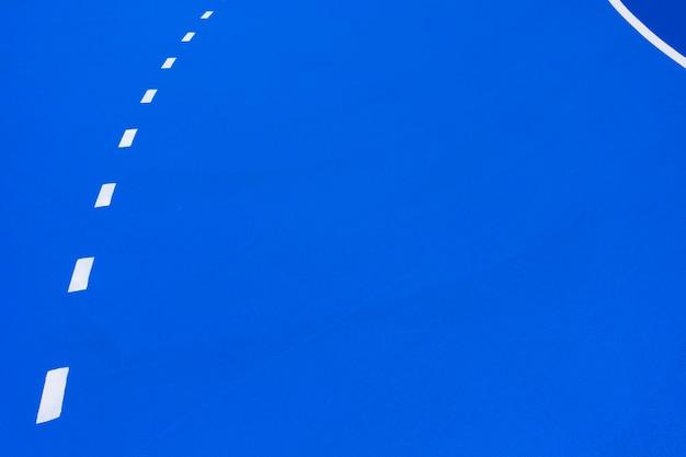 Sfondo blu intenso campo da basket