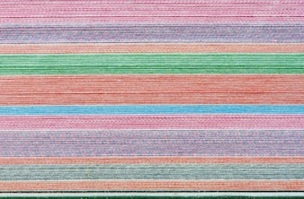 Sfondo colorato con morbide strisce orizzontali sbiadite color arcobaleno