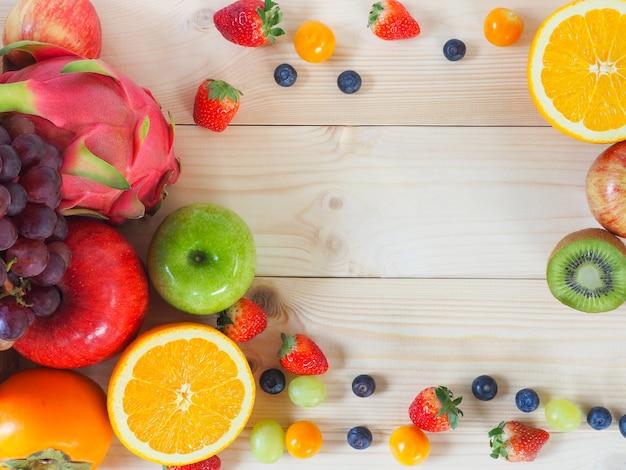 Sfondo colorato di frutta e verdura fresca.