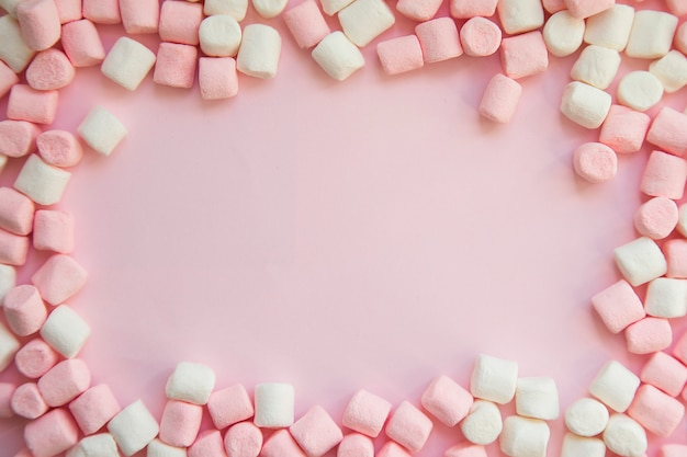 Sfondo cornice fatta di marshmallow. il concetto di infanzia