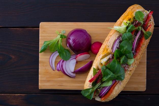 Sfondo di alimenti biologici con sandwich.