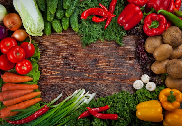 Sfondo di alimenti biologici, cornice fatta di verdure