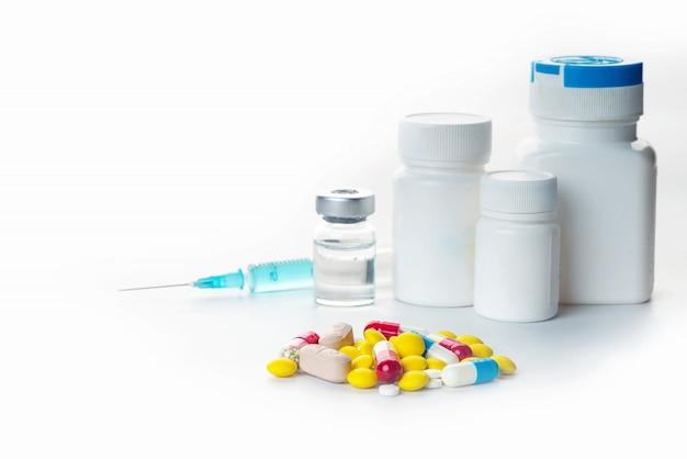 Sfondo di capsule farmaceutiche assortite e farmaci in diversi colori