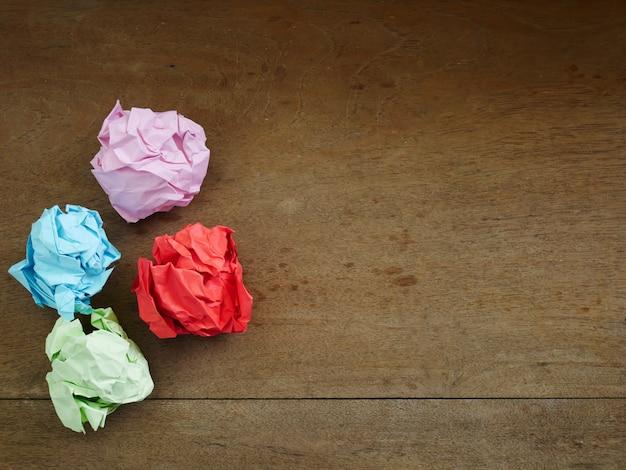 Sfondo di carta stropicciata, palla di carta