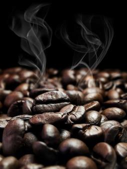 Sfondo di chicchi di caffè tostato marrone