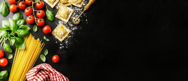 Sfondo di cibo sano italiano con spazio di copia
