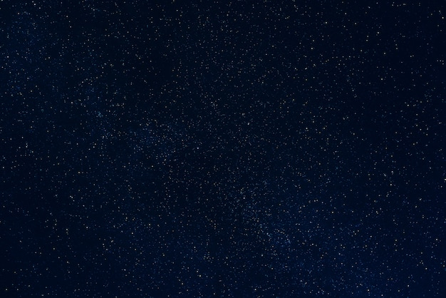Sfondo di cielo notturno scuro stellato con stelle