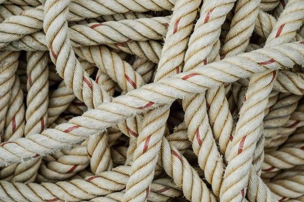 Sfondo di corda ruvida per il traino di grandi barche.