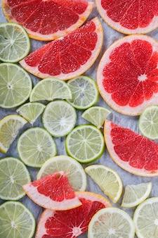 Sfondo di fette di agrumi. lime, pompelmo, limone.