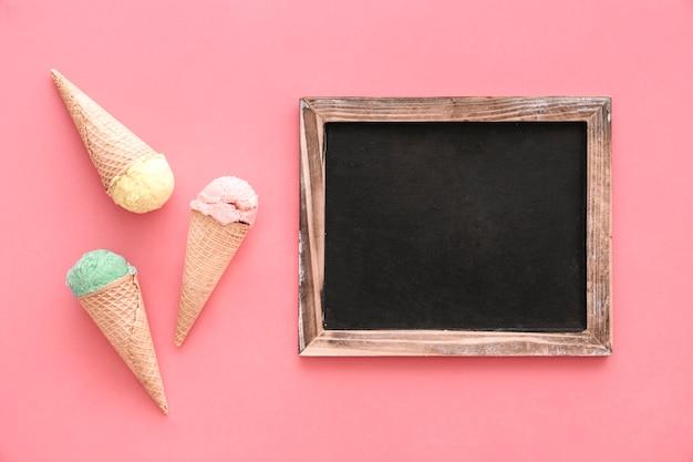 Sfondo di gelato con ardesia