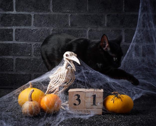 Sfondo di halloween con calendario in legno